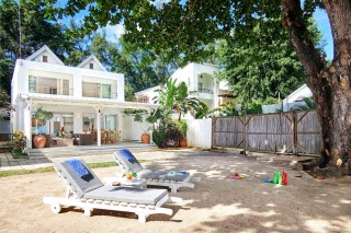 Le Beach Club,3 bedroom vill & studio.Pereybere