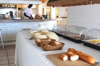 le-beach-club-hotel-breakfast